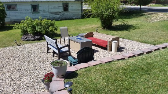 Tropic, UT: A fire pit in the yard!