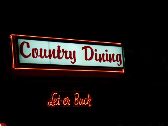 "Πέντλετον, Όρεγκον: ""Country Dining"" in a family friendly section is available"