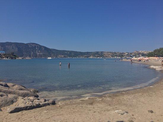 Kefalos, اليونان: Der Strand von Agios Stefanos ist sehr schön für einen Ausflug auf Kos. Es ist einfach sehr ents