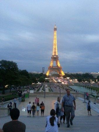 Atlantic Hotel: Eiffel at night