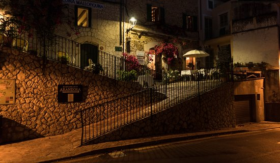 Estellencs, Spain: Arandora at night