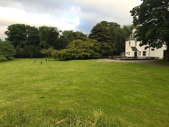 Edinbane, UK: Greshornish House Front Lawn