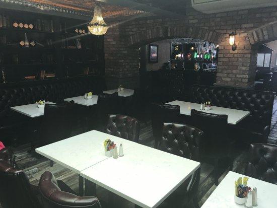 Ardee, Irlanda: Lounge In Brian Muldoons