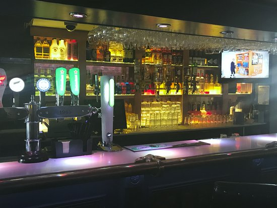 Ardee, Ιρλανδία: Bar In Brian Muldoons