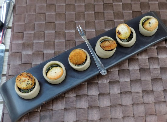 La Paix - Restaurant - Hotel - Tournus : an array of escargots