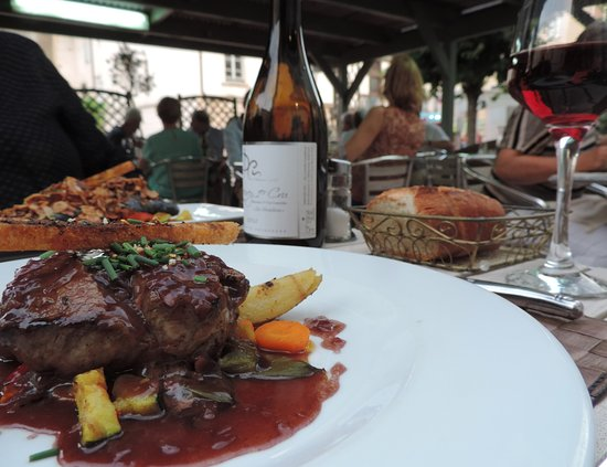 La Paix - Restaurant - Hotel - Tournus : The terrace and steak, not at that point tried