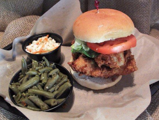 Waynesboro, فيرجينيا: Shorty's Fried Catfish Sandwich with Green Beans and Homemade Slaw