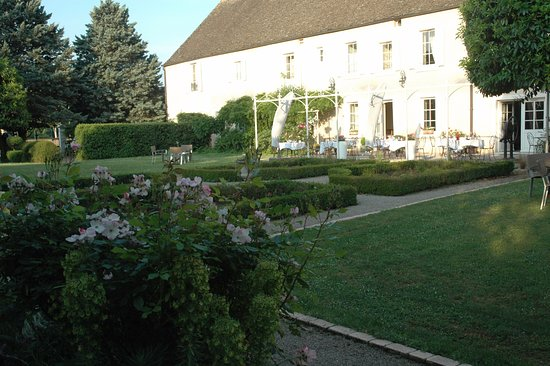 Montagny-les-Beaune, France: Arrière et terrasse