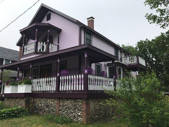 Narragansett House: pretty cottage and lovely inside