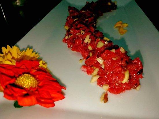 Montespertoli, Itália: Tartare di Manzo con uvetta, mandorle e pinoli.