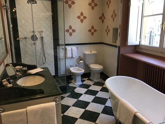 Palazzo Niccolini al Duomo: There's another sink and vanity in the hall between bathroom and bedroom.