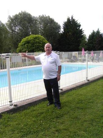 Chavannes-sur-Reyssouze, France: La piscine du camping