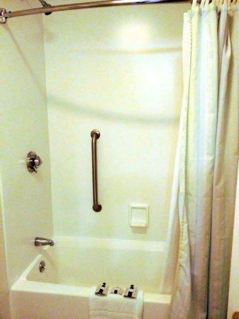 Bar Harbor Motel: Room 240 - bathroom