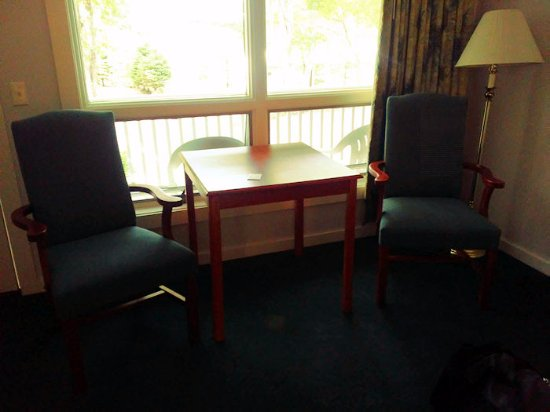 Bar Harbor Motel: Room 240 - chairs (there are also chairs on the porch, outside the room)
