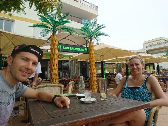 las Palmeras: Bonita terraza en frente de la playa. Gran variedad de cocteles con y sin alcohol.