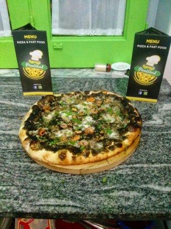 Santa Maria di Licodia, Italia: Pizzawood
