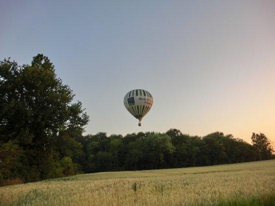 Thure, ฝรั่งเศส: Atterissage en cours...