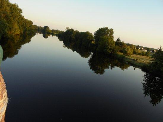 Thure, France: Vol à 20 cm de l'eau...