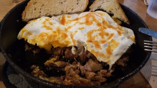 Brockport, Estado de Nueva York: Meat lovers skillet...