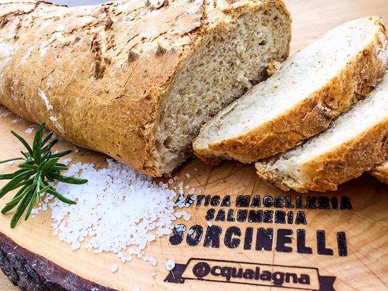Acqualagna, Italy: Pane fatto in casa