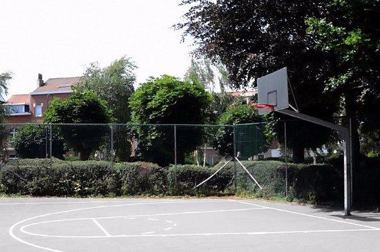 Woluwe-Saint-Lambert, بلجيكا: Terrain de basket-ball