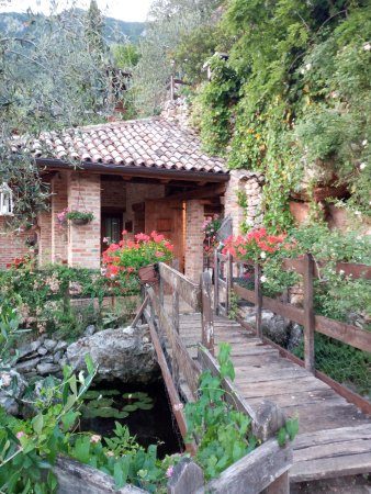 Pove del Grappa, Italia: scorcio della casa