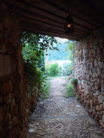 Pove del Grappa, Italia: inizio della passeggiata nel bosco