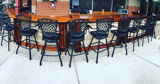 Fort Mitchell, KY: Large Outdoor Bar and Patio Dining