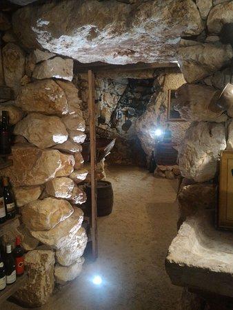 Pove del Grappa, Italia: un angolo della cantina