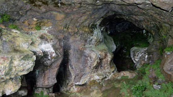 Staffordshire, UK: Small cave above Thors Cave