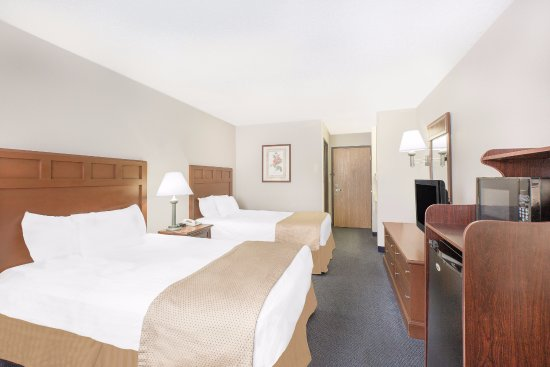 Baymont Inn & Suites Boone: Double room with 2 full sized beds