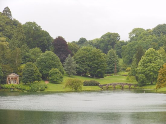 Stourhead House and Garden : View across the lake to the temple
