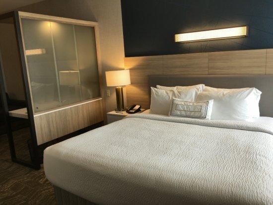 Gallup, NM: King room - sleeping area