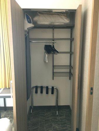 Gallup, NM: King room - closet