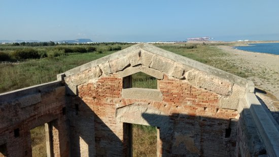 El Prat de Llobregat, Spanje: Antiguos cuarteles, ahora abandonados.