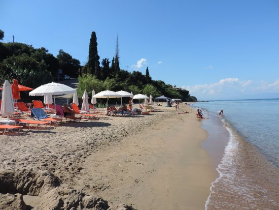 Petalidi, Greece: Local Beach.......Free Sunbeds!