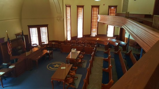 Sulphur Springs, TX: Large courthouse with upstairs viewing area.