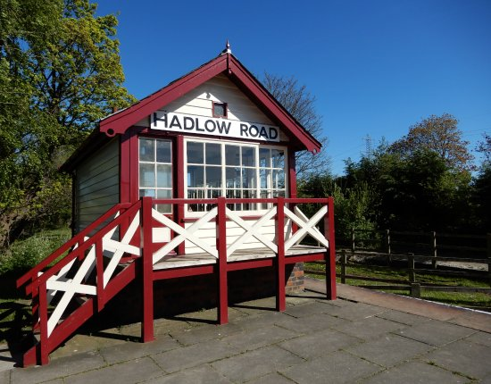 Willaston, UK: Hadlow Road Station,Signal box.