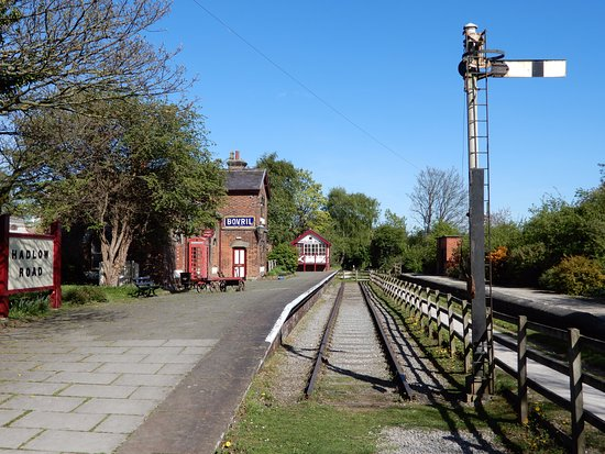 Willaston, UK: Hadlow Road Station.