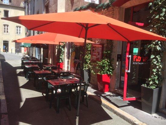 Dôle, Frankreich: terrasse Pizzup