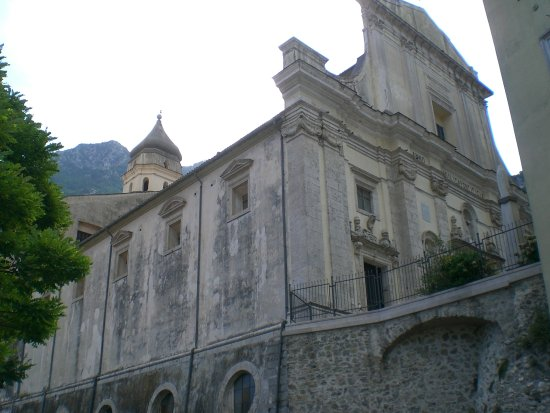 Campagna, Italie : Basilica Concattedrale vista dal fiume Tenza