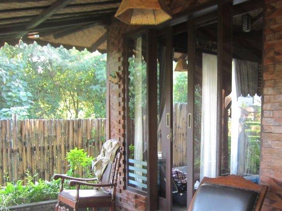 Schommelstoel Op Balkon : Ons balkon met schommelstoel foto van kts balinese villas by