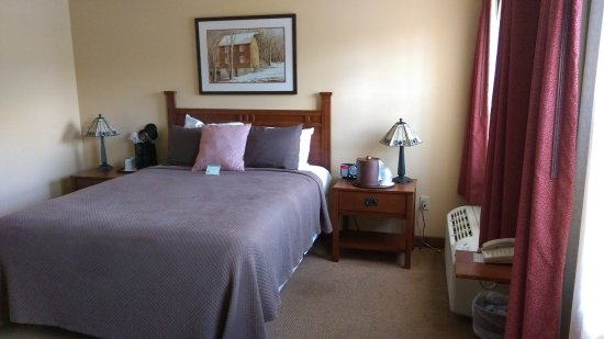 The Red Mill Inn : Room 201