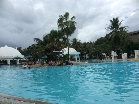 Southern Palms Beach Resort: Poolside