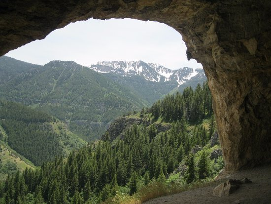 Λόγκαν, Γιούτα: The Wind Caves Hike, Trail-top view of Logan Canyon