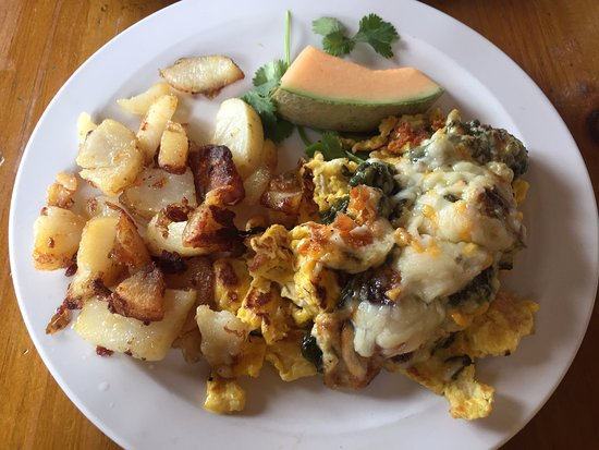 Cerrillos, Nuevo Mexico: spinach bake over scrambled eggs