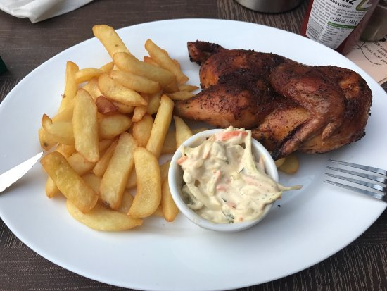 The Red Cow Restaurant & Sports Lounge : 8€ good price, taste really good.