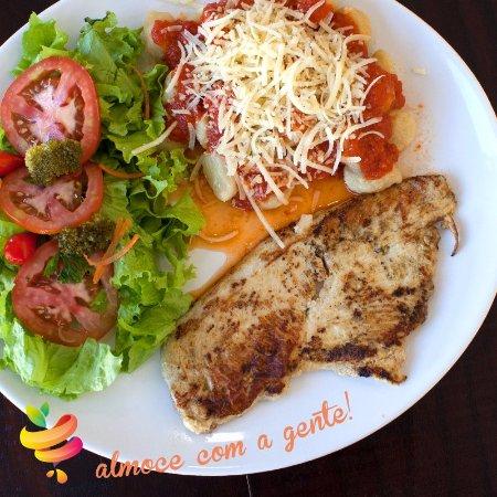 Franca: Frango com Nhoque de Batata Doce e molho de tomate caseiro. Acompanha salada!