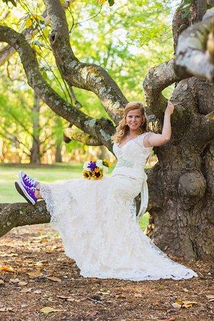Spartanburg, Южная Каролина: Bridal Portraits at Clevedale