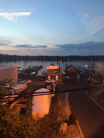 Red Bank, Нью-Джерси: View of the Navesink River from the Dining Room.